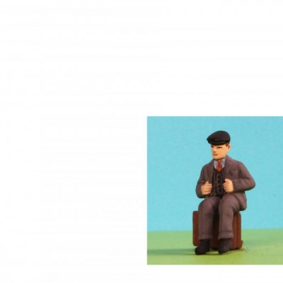 - General People Sitting (Trunk not included) - 48/A067 Sitting Man in cap