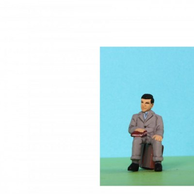 - General People Sitting (Trunk not included) - 48/A091 Sitting man holding book