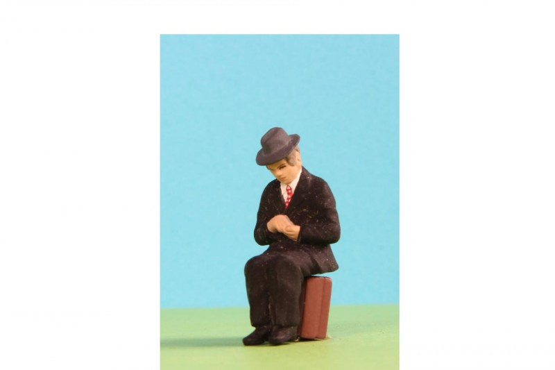 -  - 48/A019 Man sitting wearing trilby